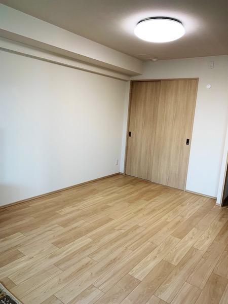 畳を敷く前のフローリングの部屋